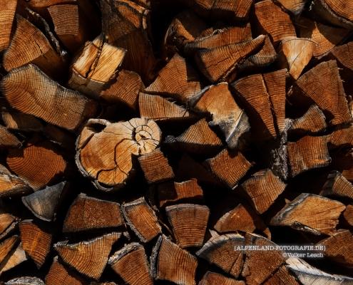 Brennholz in Nonn © Volker Lesch - Alpenland Fotografie