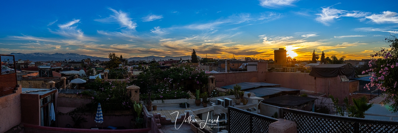 Marokko - Sonnenaufgang über den Dächern von Marrakesch